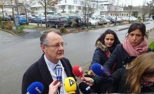 Le professeur Gilles Brassier s'est exprimé ce lundi après-midi sur l'état de santé des cinq patients.