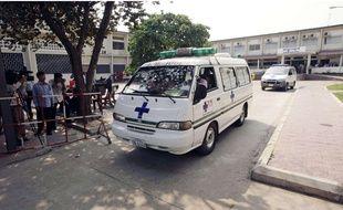 Une ambulance à Pnom Penh, capitale du Cambodge, en 2013.