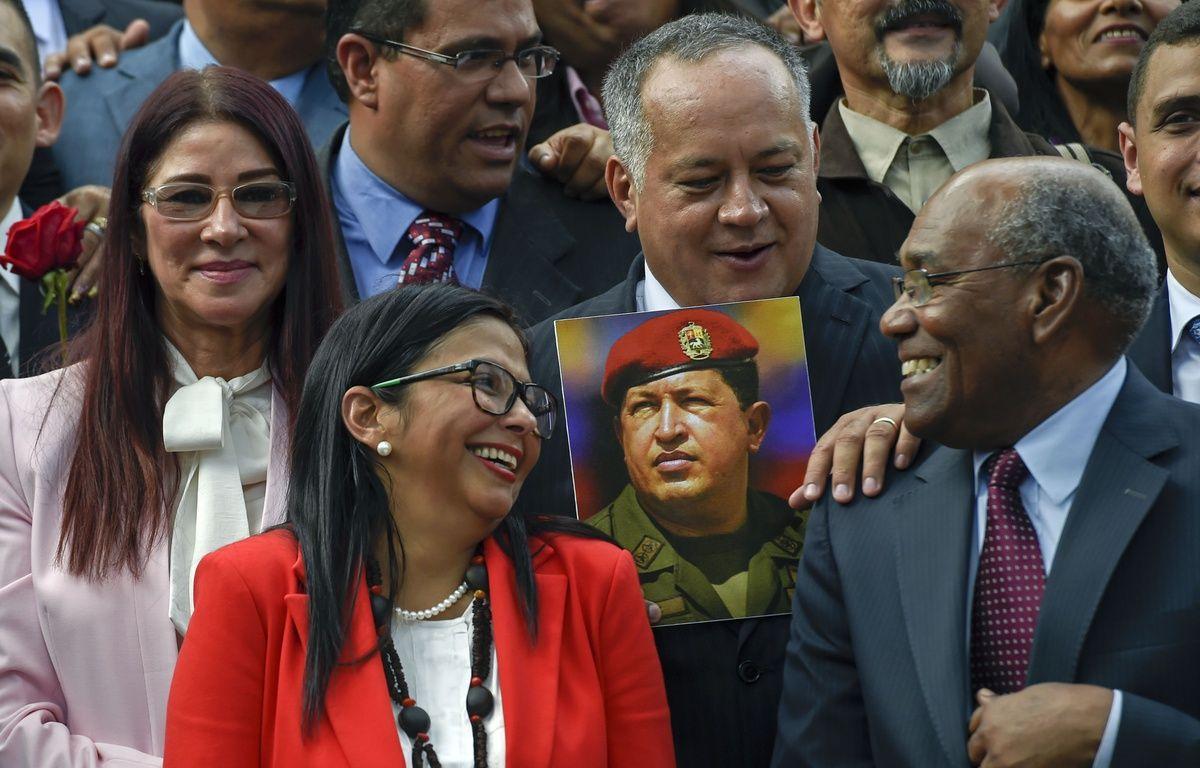 """L'assemblée constituante a annoncé par un décret officiel avoir décidé """"d'assumer le pouvoir de légiférer"""". – JUAN BARRETO / AFP"""