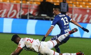 Thiago Mendes et Lille sont encore tombés de haut samedi à Troyes/ AFP PHOTO / FRANCOIS NASCIMBENI