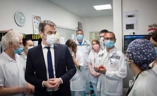 Olivier Veran, ministre de la Santé, en visite à l'hôpital de Brignoles le 12 mai 2021.
