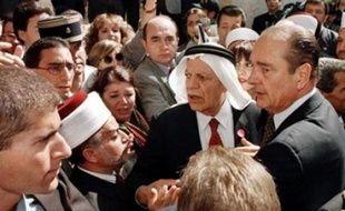 Jacques Chirac dans la vieille ville de Jérusalem, protestant contre les services de sécurité israéliens, le 22 octobre 1996.