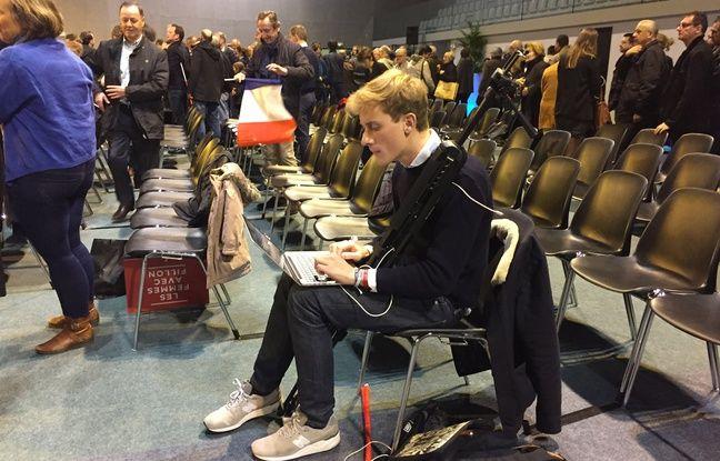 Nicolas Roy, membre bénévole de l'équipe de campagne de François Fillon, à Courbevoie le 15 octobre 2016.