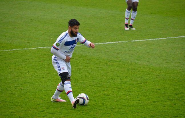 Nabil Fekir est souvent revenu au niveau de son milieu de terrain afin de retoucher le ballon.