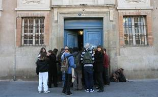 L'entrée du lycée Saint-Sernin de Toulouse.