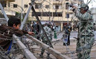 La police égyptienne anti-émeutes a fait usage mardi soir de gaz lacrymogène afin de disperser des manifestants qui tentaient de s'approcher du palais présidentiel au Caire pour dénoncer le décret par lequel le président Mohamed Morsi a élargi ses pouvoirs.