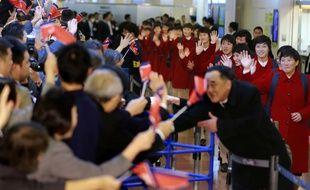 L'équipe nord-coréenne féminine de football arrive à l'aéroport d'Haneda, à Tokyo, le 5 décembre 2017.
