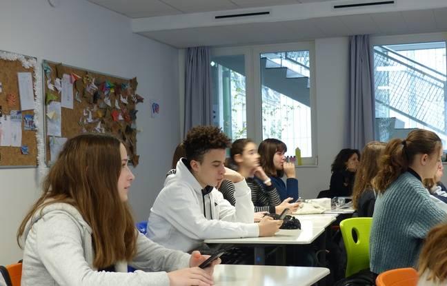 Des collégiens de l'école Massillon à Paris lors d'un atelier
