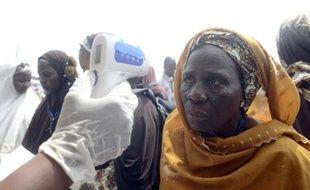 Vérification de la température de passagers à l'aéroport internaitonal Murtala Mohammed à Lagos, au Nigeria le 19 septembre 2014