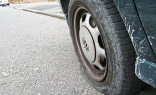 Illustration d'un pneu crevé.