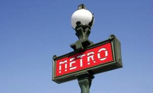 Signalisation d'une bouche de métro de la RATP