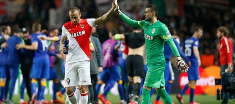 Berbatov et Subasic au coup de sifflet final du quart de finale retour de Ligue des champions Monaco-Juventus (0-0), le 22 avril 2015.