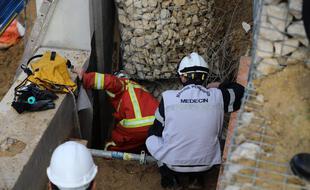 Le Bataillon de Marins-Pompiers de Marseille interviennent dans le 12ème arrondissement après l'effondrement d'un chantier sur la voie publique.