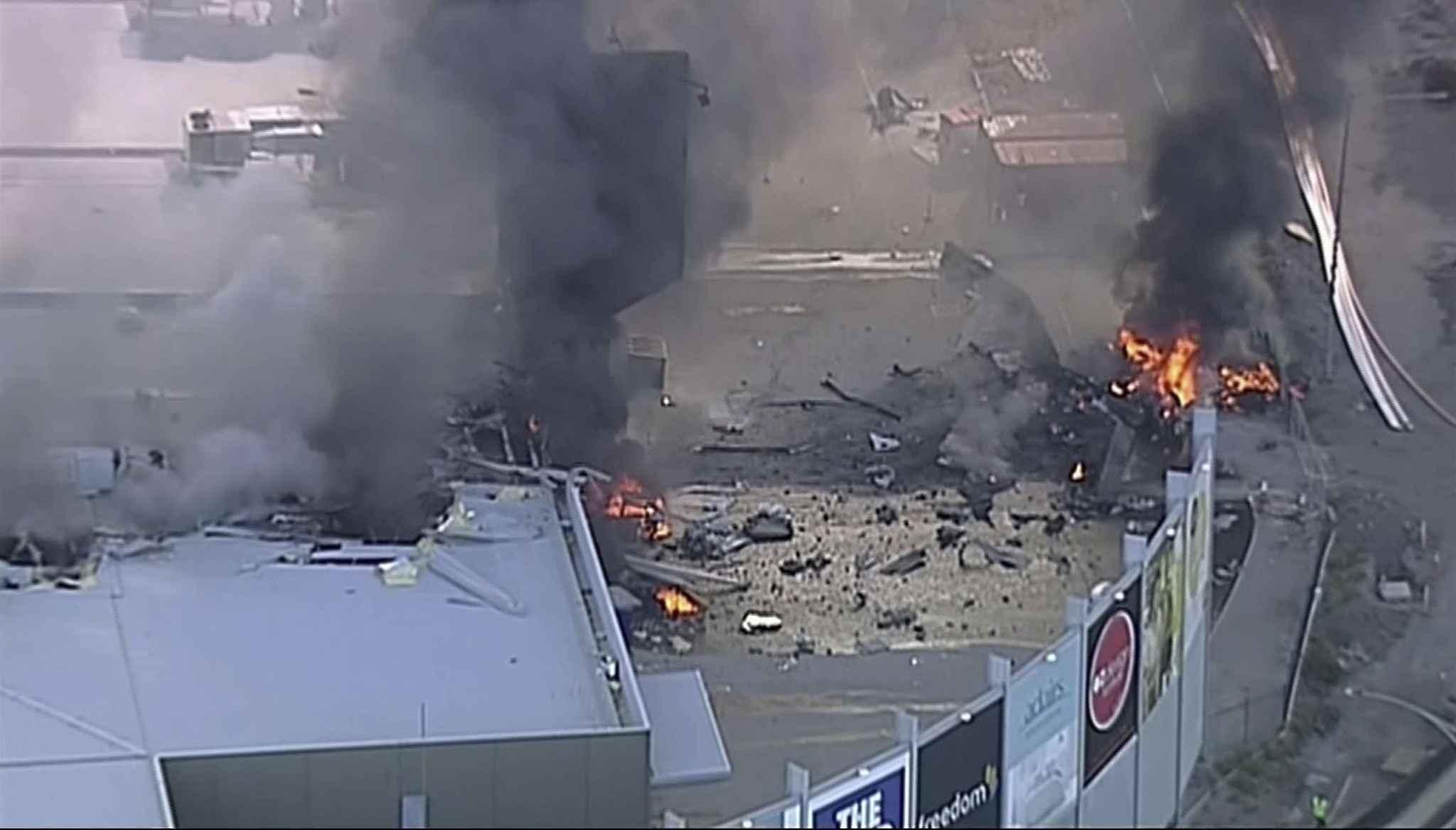 Le crash d'un avion sur un centre commercial fait cinq morts — Australie