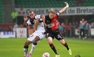 L'attaquant rennais Ola Toivonen, ici en septembre face à Toulouse, devrait être aligné samedi.