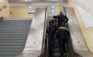 Des agents de sécurité de la RATP dans le métro.