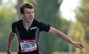 Le double champion d'Europe en titre du 100 m Christophe Lemaitre s'est fait une contracture au fessier droit à l'occasion de sa rentrée à Lyon samedi, où il était inscrit sur le 60 m des championnats interrégionaux en salle.