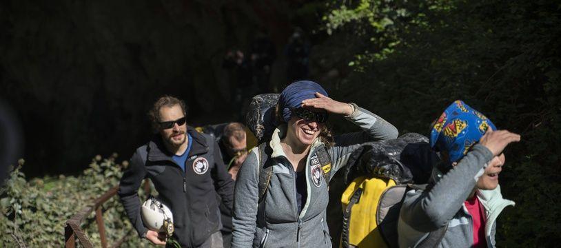 Les 15 membres de la mission Deep Time volontairement confinés dans une grotte ont retrouvé, samedi 24 avril 2021, la lumière du jour.