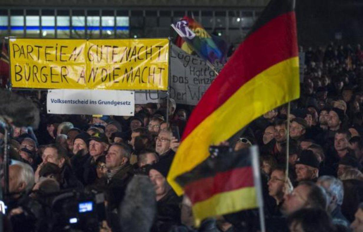 """Manifestation à l'appel du groupe """"Européens patriotes contre l'islamisation du pays"""" (Pegida) à Dresde en Allemagne le 15 décembre 2014 – Jens Schlueter AFP"""