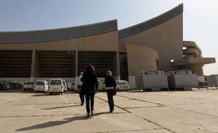 Dessiné par Le Corbusier, construit sous Saddam Hussein puis tombé dans l'oubli: c'est l'étrange destin du Gymnase de Bagdad, auquel l'Irak s'efforce aujourd'hui, avec l'aide de la France, de rendre ses lettres de noblesse architecturales.