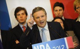 Nicolas Dupont-Aignan, président de Debout la République et candidat à l'élection présidentielle, devant son équipe de campagne, lors de la cérémonie des voeux à la presse, le 10 janvier à Paris.