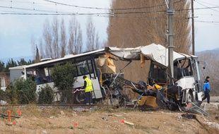 Sur les lieux de l'accident entre un car et un TER à Millas le 15 décembre 2017.