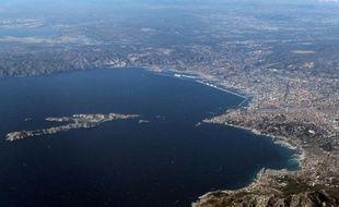 Vue aérienne de Marseille et des îles du Frioul (Bouches du Rhône) le 14 août 2015
