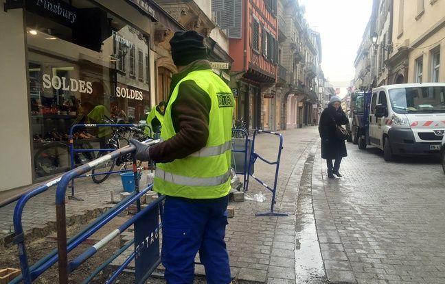 Travaux rue des Juifs pour la mise en place d'une zone de rencontre. . Strasbourg le 5 février 2018.