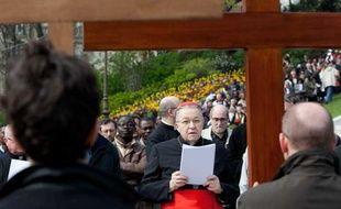 Le cardinal André Vingt-Trois, président de la Conférence des évêques de France, le 6 avril 2012, lors d'une procession pour le vendredi saint à Montmartre.