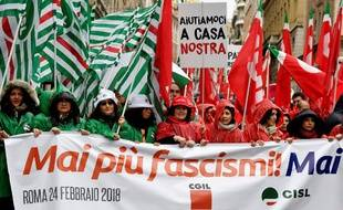 Des milliers de personnes ont défilé dans le calme pour dénoncer le fascisme, à Rome, le 24 février 2018.