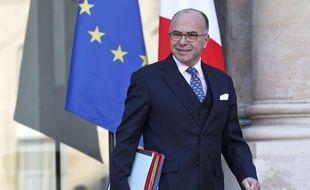 Le ministre de l'Intérieur,Bernard Cazeneuve à la sortie du conseil des ministres du 23 décembre 2015