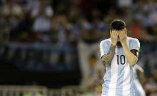 Messi suspendu suite à ses insultes à l'arbitre du match Argentine-Chili.