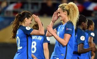 Coupe du monde féminine de football 2019 - Page 3 310x190_france-s-amel-majri-l-and-kheira-hamraoui-celebrate-after-scoring-during-the-2017-uefa-women-s-euro