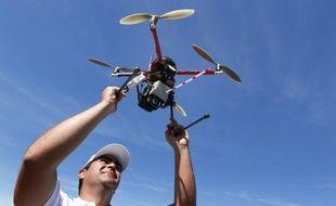 La France vient d'adopter une réglementation, très attendue par l'industrie aéronautique, réglementant l'utilisation de drones civils dans l'espace aérien, jusqu'à présent interdite.
