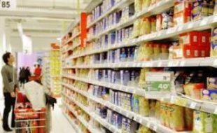 Alors que les matières premières flambent, les distributeurs refusent les ajustements de prix proposés par les PME de l'agroalimentaire.
