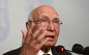 Le conseiller aux Affaires étrangères du Pakistan, Sartaj Aziz, lors d'une conférence de presse à Islamabad, le 22 août 2015