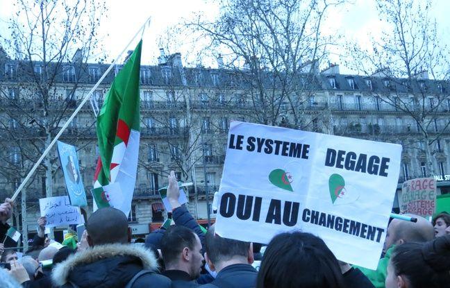 «Pour une transition démocratique et un état de droit», «Want to be free, Viva l'Algérie», «Rendez-nous notre Algérie», voilà ce qu'on peut lire sur les pancartes lors de cette mobilisation à Paris dimanche 3 mars 2019.
