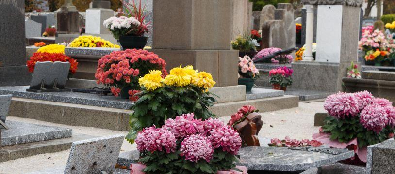Les familles doivent entretenir les tombes de leurs proches. Mais dès lors qu'il faut réaliser des travaux importants, la mairie a son mot à dire.
