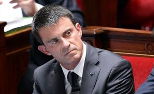 Le Premier Ministre Manuel Valls espérait mettre fin à la polémique sur son aller-retour à Berlin... en vain.