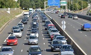 Trafic routier lors d'un départ en vacances.