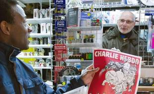 Un exemplaire de «Charlie Hebdo» en kiosque, en février 2015.