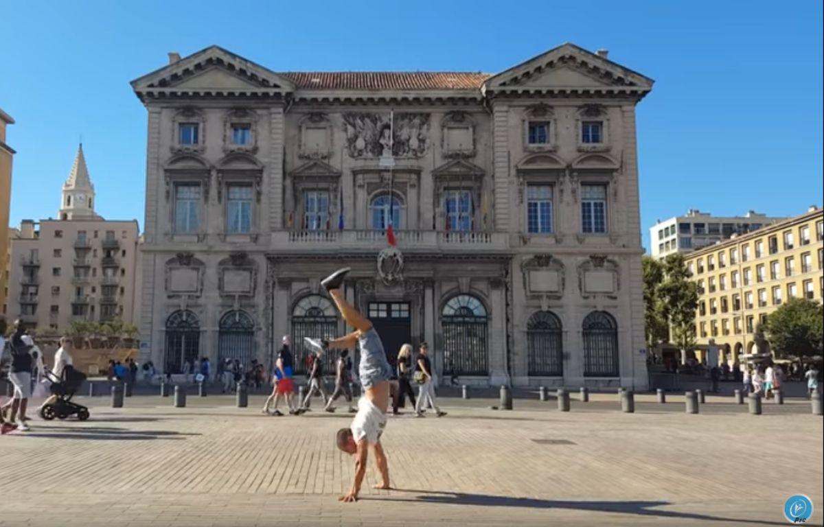 Extrait de la vidéo Marseille sur les mains – Capture d'écran