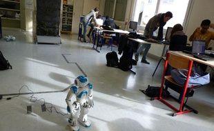 Nao, robot humanoïde permet d'initier des lycéens à la mécanique et l'ingénierie de façon ludique.
