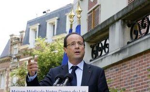 """François Hollande a chargé mardi le professeur de médecine Didier Sicard d'une mission sur la fin de vie pour """"les cas exceptionnels"""", conformément à ses engagements de campagne, ce qui a suscité des inquiétudes chez les partisans de l'euthanasie, peu confiants sur les résultats d'une telle mission."""