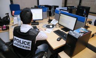 25 policiers et gendarmes traitent les signalement reçus
