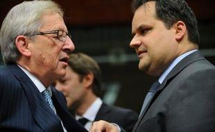 La méfiance généralisée des investisseurs envers la monnaie commune plombe les efforts de la zone euro pour bâtir un pare-feu convaincant contre la crise de la dette, l'obligeant à renoncer à son objectif de 1.000 milliards d'euros pour son Fonds de secours financier (FESF).