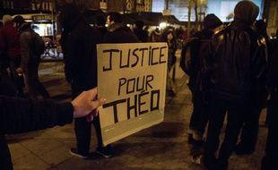 Un rassemblement à Aulnay-sous-Bois en soutien à Théo.