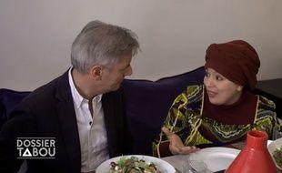 Bernard de La Villardière s'est entretenu avec l'humoriste Samia Orosemane dans le cadre du magazine d'information «Dossier Tabou» consacré à l'islam en France.