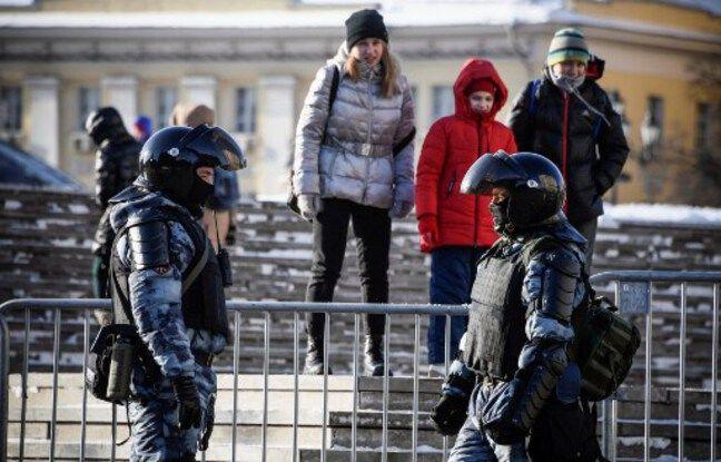 648x415 policiers anti emeutes russes devant barrieres cas eventuelles protestations partisans opposant alexei navalny moscou 7 fevrier 2021