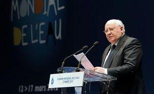 """L'ancien président soviétique Mikhaïl Gorbatchev, aujourd'hui reconverti dans la défense de l'environnement, se déclare """"très favorable"""" à la création d'un tribunal international chargé de juger les crimes écologiques, dans un entretien au Monde publié mardi."""